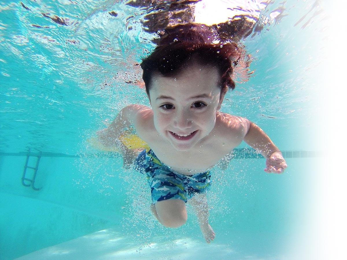 kid-in-clean-pool